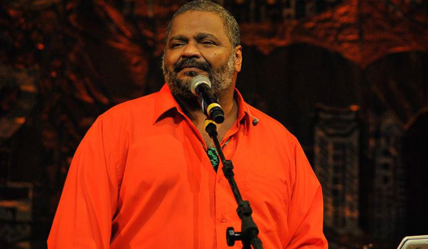 Antes de desfile, escola de samba do Rio faz homenagem ao compositor Arlindo Cruz