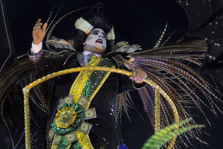 Como foi o primeiro dia de desfile das escolas de samba do Rio