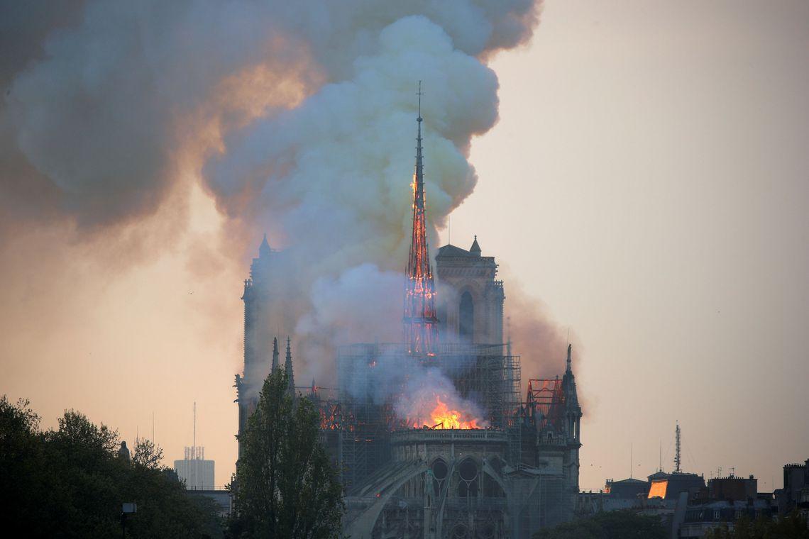 França vai criar fundo para reconstrução da Notre-Dame
