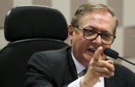 Bolsonaro exonera Vélez e anuncia Weintraub como sucessor no MEC
