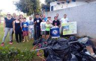 Voluntários do Instituto Bei Shaolin fazem mutirão de limpeza na orla da Lagoa Central