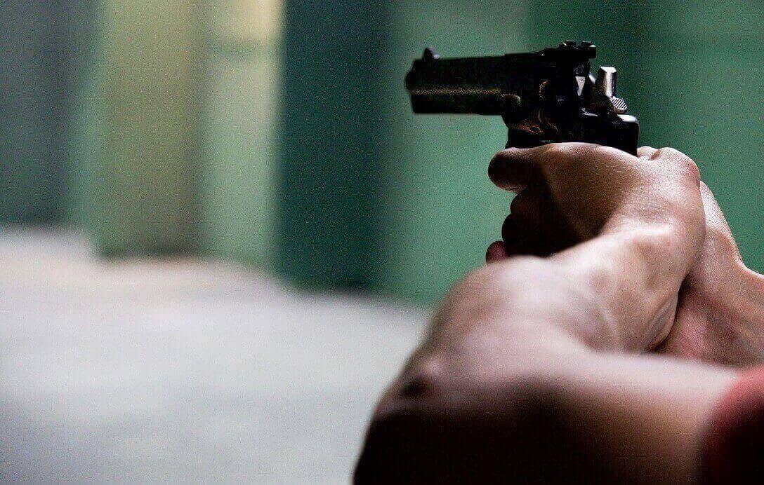 Homem é morto a tiros em bar de Santa Luzia