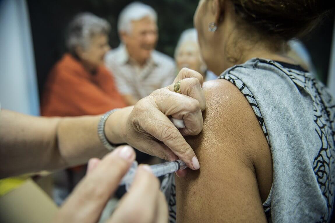 Vacinação contra a gripe continua; saiba onde ir em Lagoa Santa