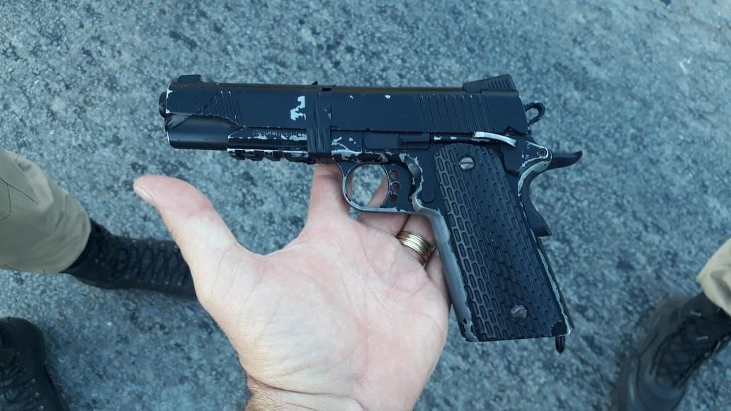 """Polícia Militar apreende réplica de arma de fogo em Lagoa Santa na operação """"Alferes Tiradentes"""""""