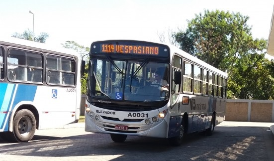 Ônibus que atropelou jovem em Vespasiano não tinha freio de portas, diz rádio