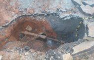 Desperdício: obra não concluída da Copasa deixa água jorrando por dias no  bairro Joana D'arc