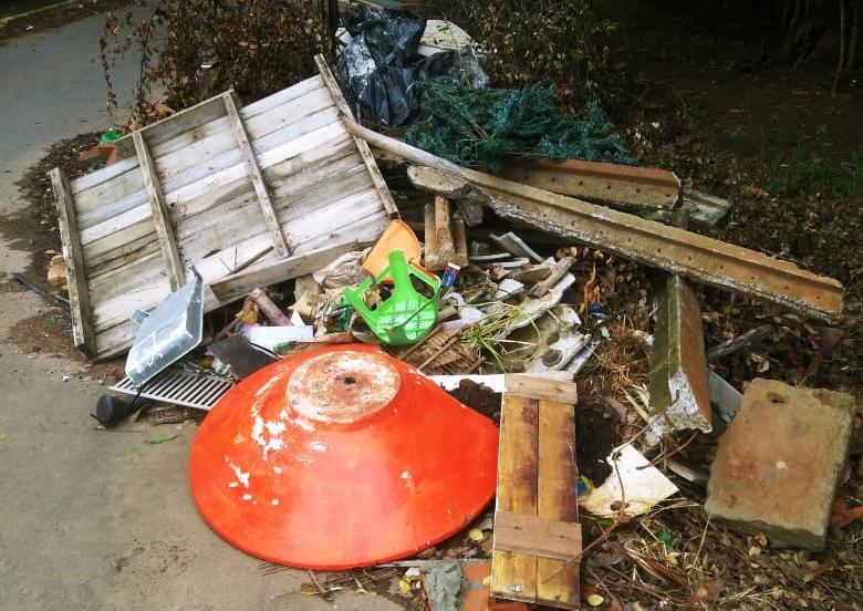 Moradores denunciam descarte irregular de lixo no bairro Ovideo Guerra