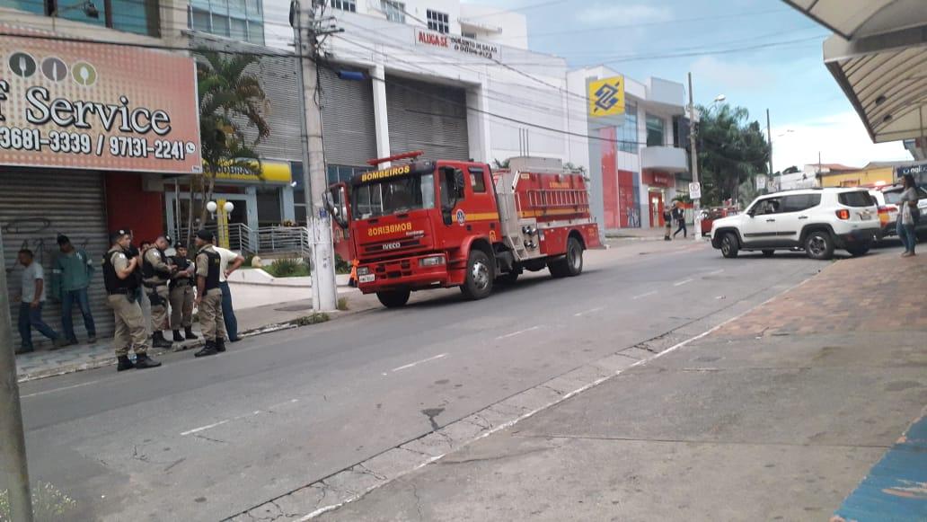 Incêndio no prédio do Banco do Brasil é contido por militares da cidade