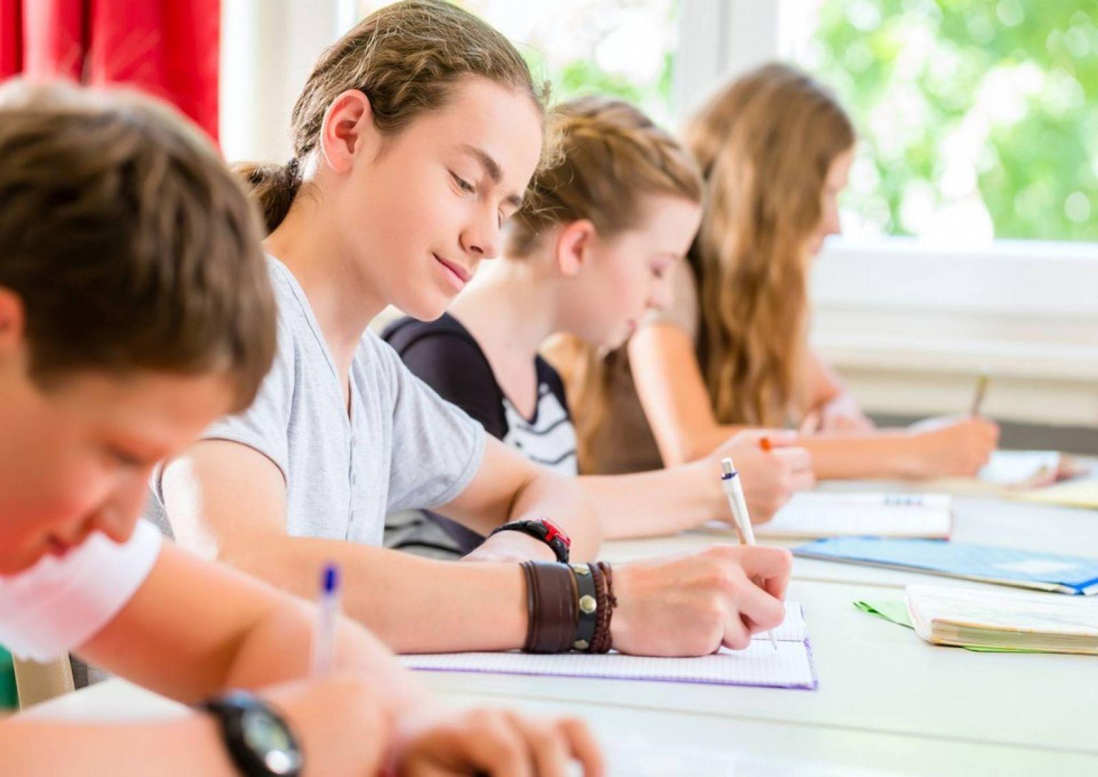 """Governo de Minas quer que alunos ajudem a definir """"novo ensino médio"""""""