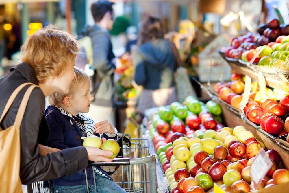 Câmara veta trechos do decreto que proibia crianças e pessoas da mesma família nos comércios
