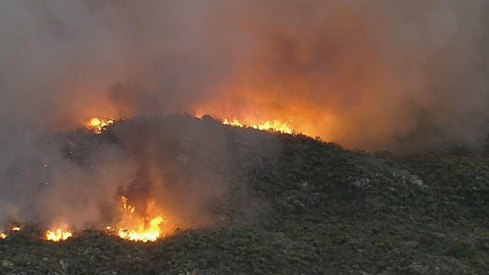 Incêndio destrói Parque Nacional da Serra do Cipó em Santana do Riacho