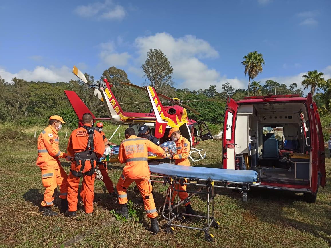 Helicóptero Arcanjo socorre motociclista ferido em acidente grave em Pedro Leopoldo
