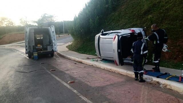 Carro capotou e deixou um ferido em Lagoa Santa