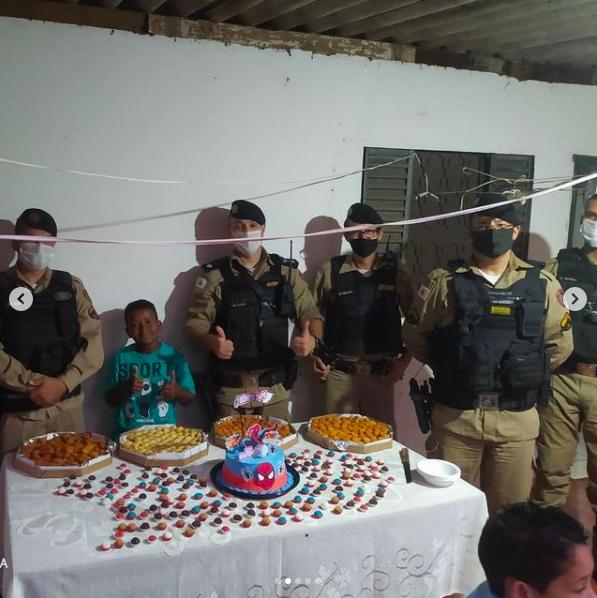 Policiais Militares fazem surpresa para criança de 9 anos