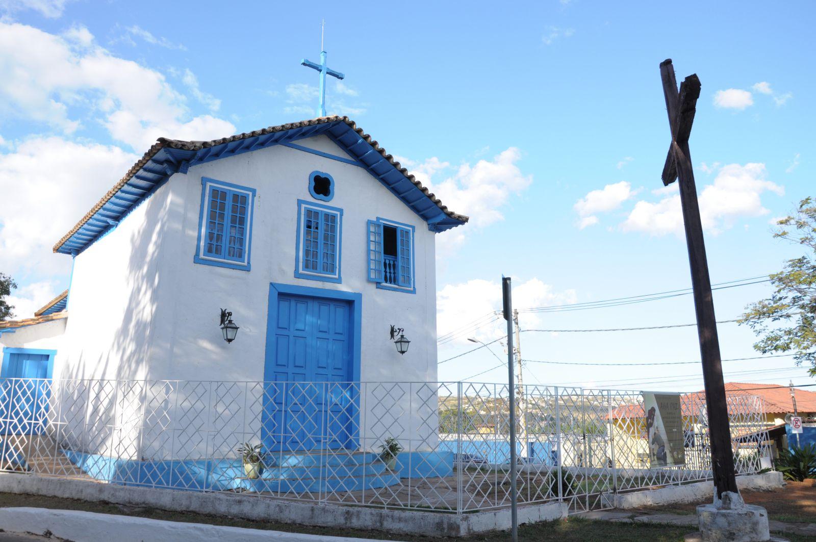 Fiéis comemoram a reabertura de igreja católica em Lagoa Santa