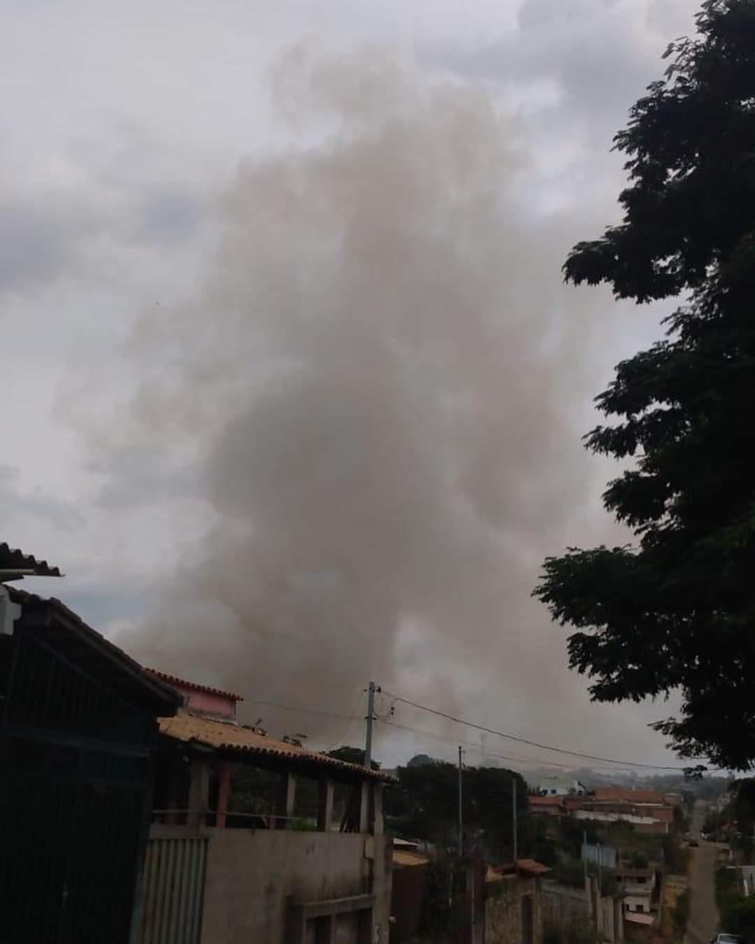 Fogo em uma mata da bairro Aeronautas assusta moradores em Lagoa Santa
