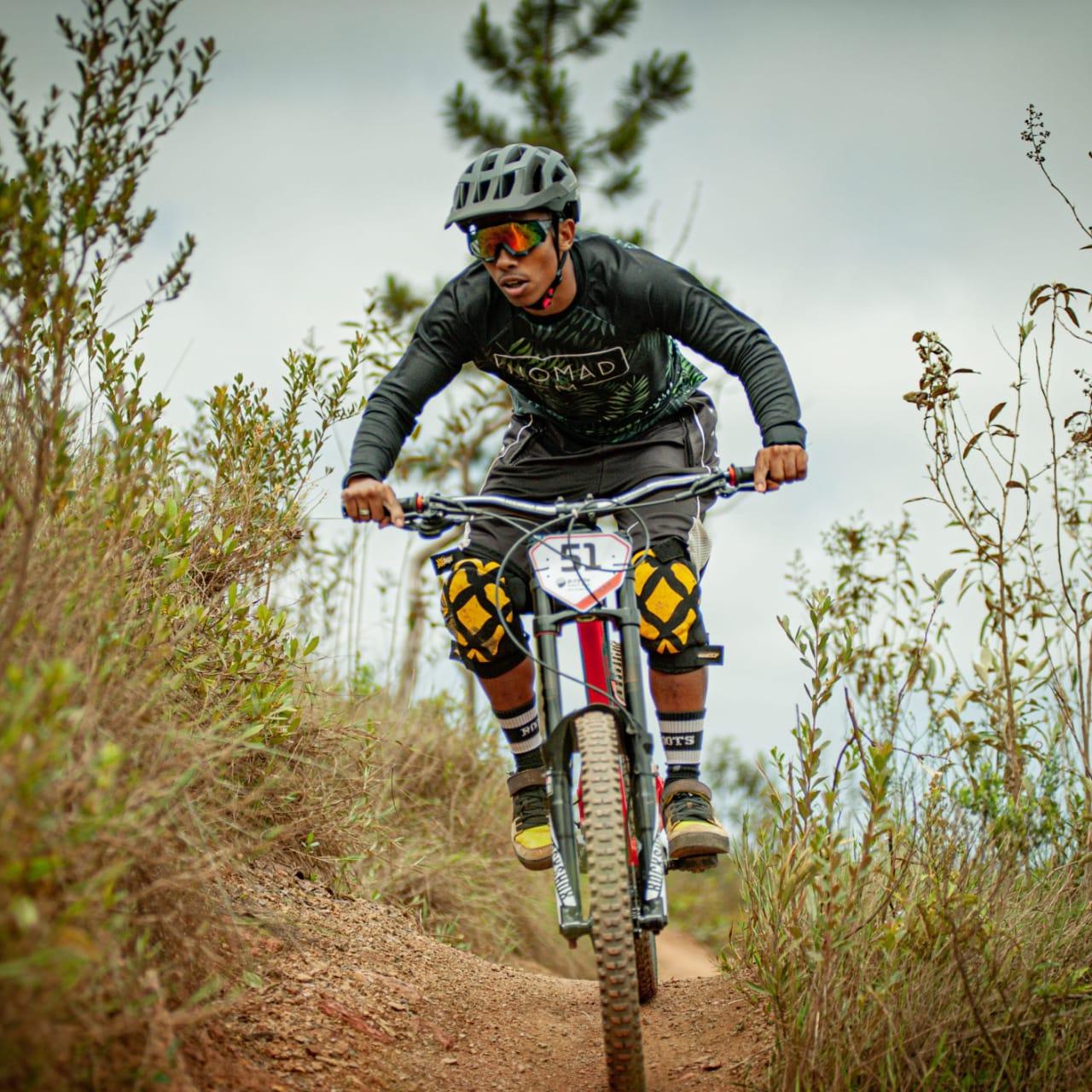 Jovem atleta de Lagoa Santa na modalidade Downhill é exemplo de força, garra e determinação