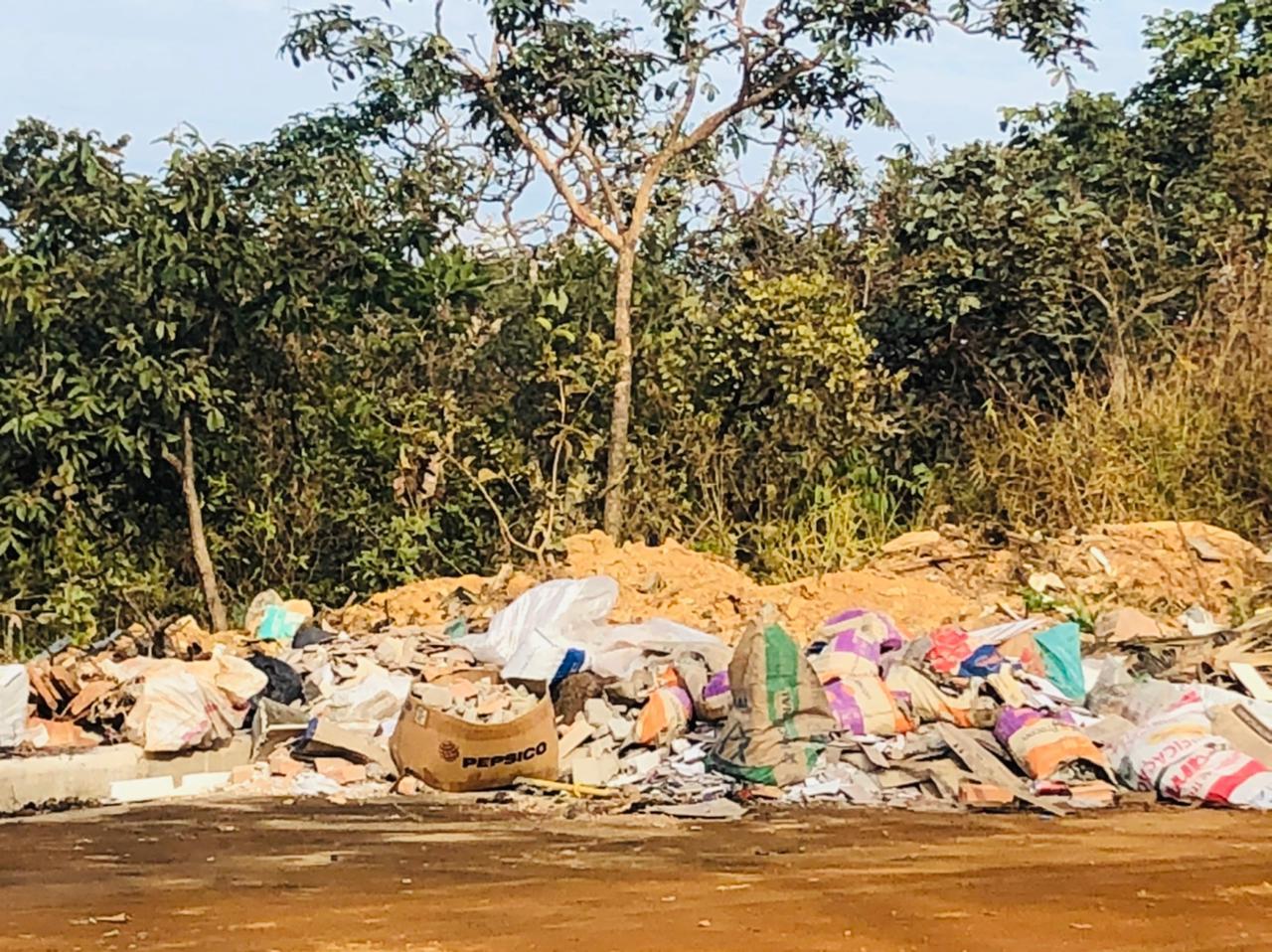 Divisa entre área urbana e rural de Lagoa Santa vira bota fora irregular