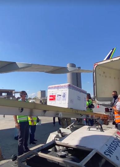 Aeroporto de Confins recebe novas doses de vacina