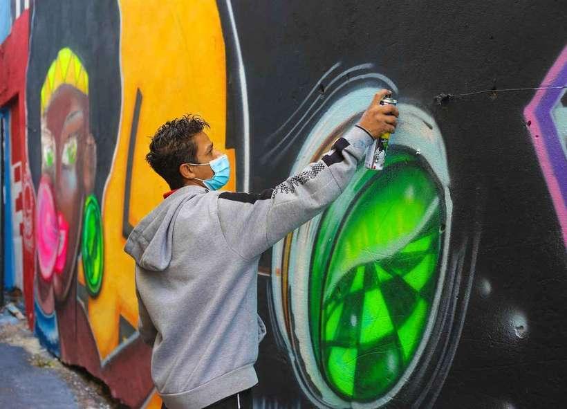 Grafiteiros de Santa Luzia expressam sua arte em becos da cidade