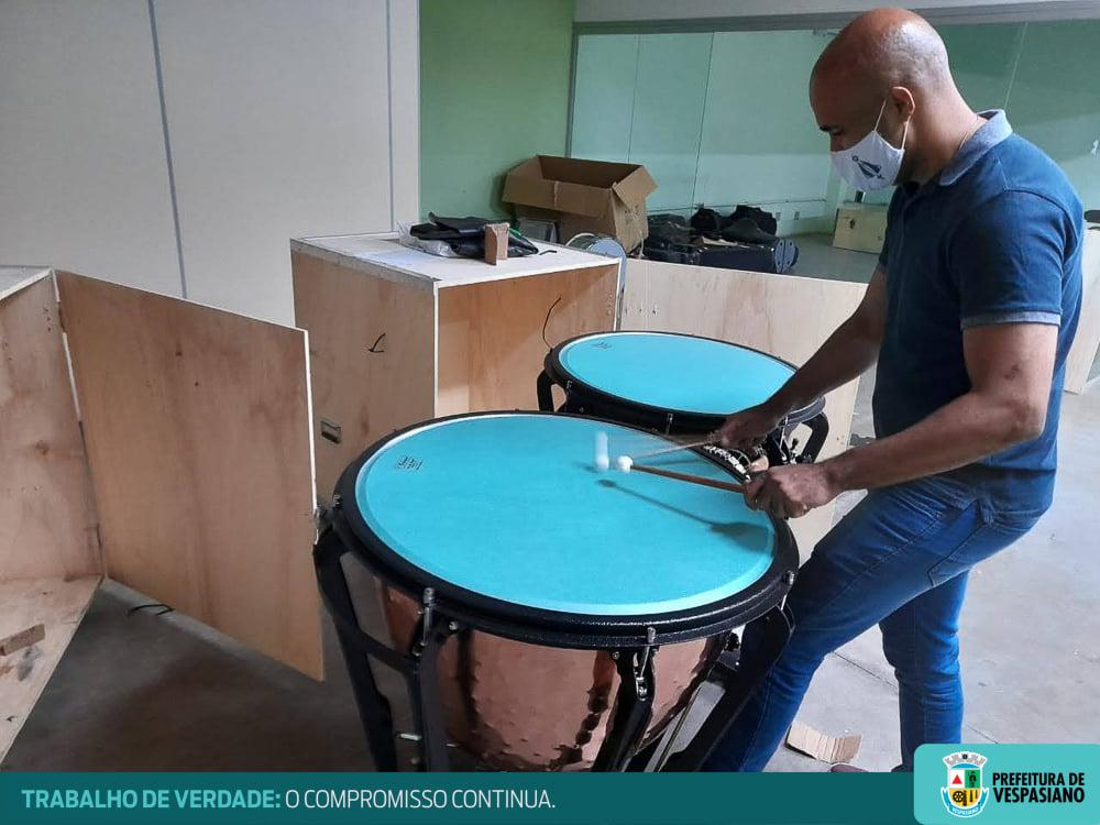Prefeitura de Vespasiano recebe instrumentos musicais para a Corporação Musical Nossa Senhora de Lourdes