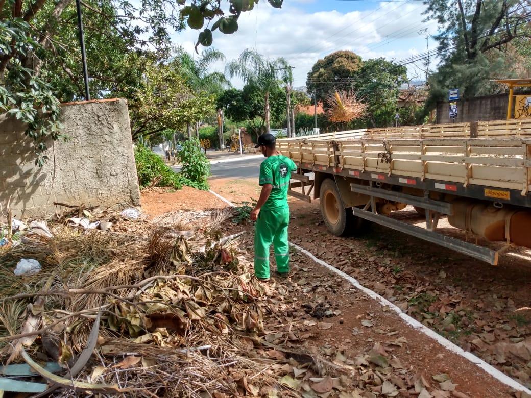 Prefeitura de Lagoa Santa realizou serviços de limpeza urbana em dois bairros da cidade