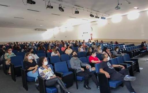 Vespasiano aplica curso para profissionais da educação
