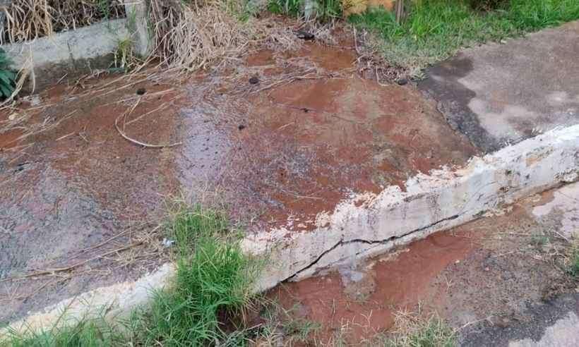 Vazamento de água em Lagoa Santa dura mais de 10 horas