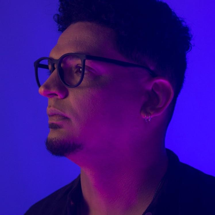 Cantor e compositor lagoasantense Júnior Batista lança single sobre empoderamento feminino