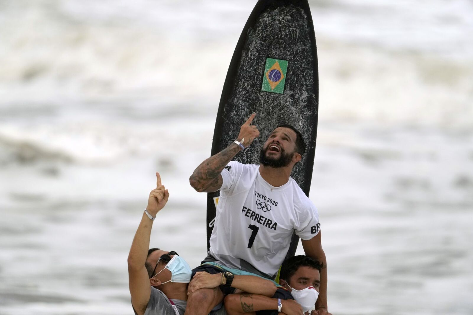 Surfista Ítalo Ferreira conquista primeiro ouro olímpico nos Jogos 2020