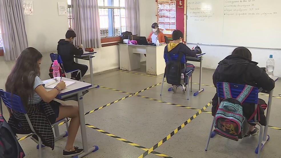 Estudantes do ensino médio devem retornar às aulas  na capital a partir de agosto