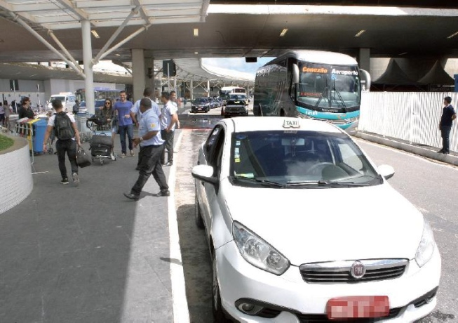 Taxistas pedem por mais fiscalização para diminuir brigas e confusões no Aeroporto de Confins