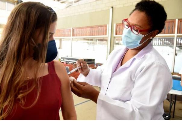 Lagoa Santa começa o agendamento da vacinação para jovens a partir de 28 anos