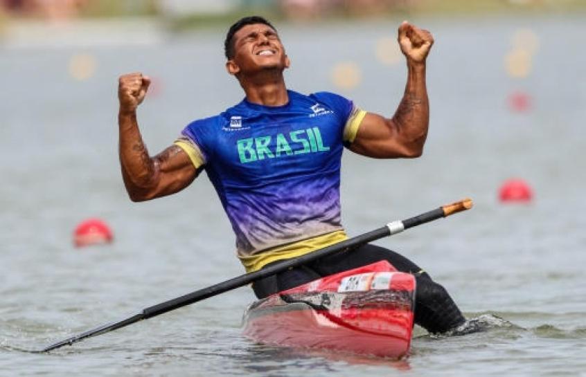 Isaquías Queiroz vence a semi e avança para a final em busca do ouro olímpico que acontece ainda hoje