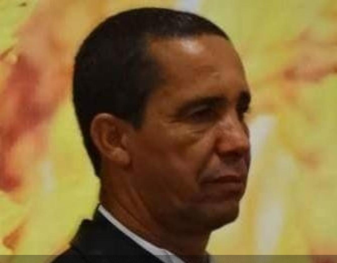 Raul Gustavo, zagueiro do Corinthians, homenageia o treinador lagoassantense Pingo