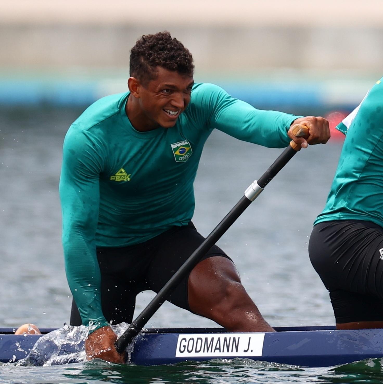 Isaquias se junta a canoístas brasileiros para salvar a Confederação Brasileira de Canoagem